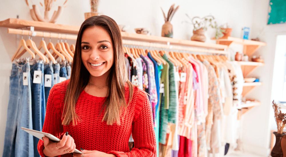 emprendedora en tienda facturación electrónica para PYMES de ropa de gamarra